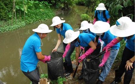 Không xả rác, giữ sạch kênh mương là một cách đơn giản để bảo vệ nguồn nước