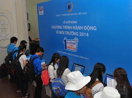 Các bạn trẻ đang cùng hành động trên trang web của Chương trình