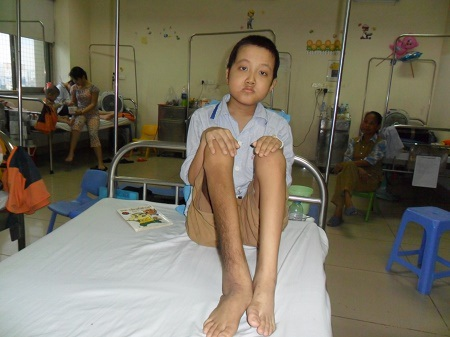 Cậu bé Đồng hiện đang được điều trị tại Viện huyết học và truyền máu TW.