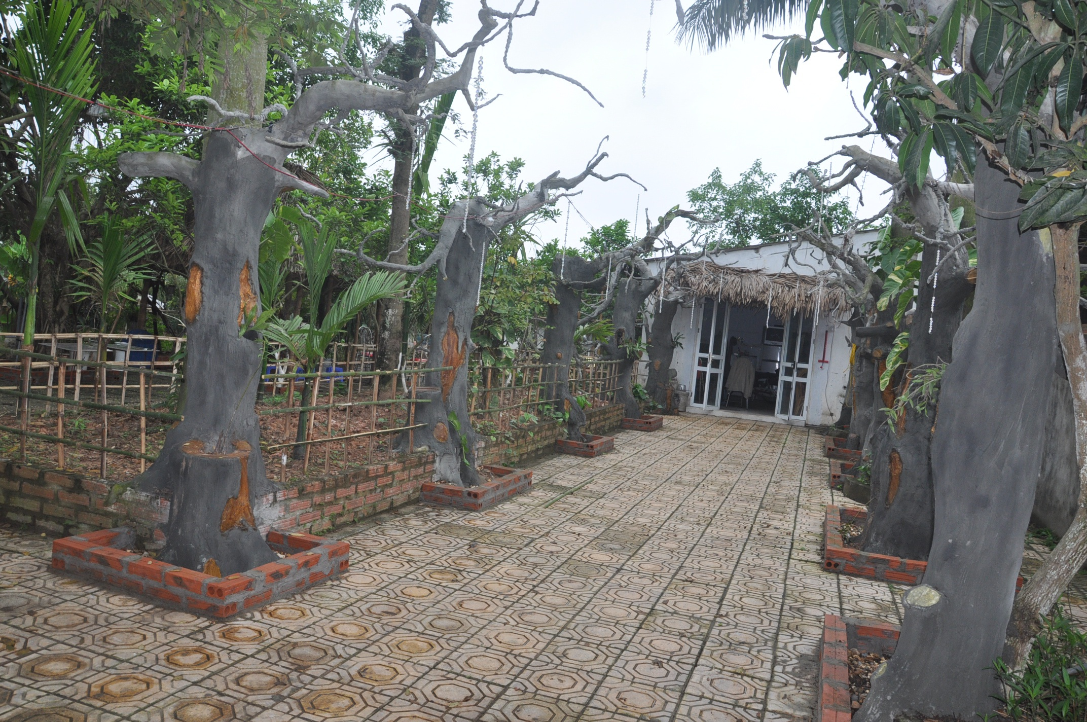 Mọi chi tiết trong ngôi nhà của nghệ sĩ Giang còi đều tự tay anh thiết kế làm.