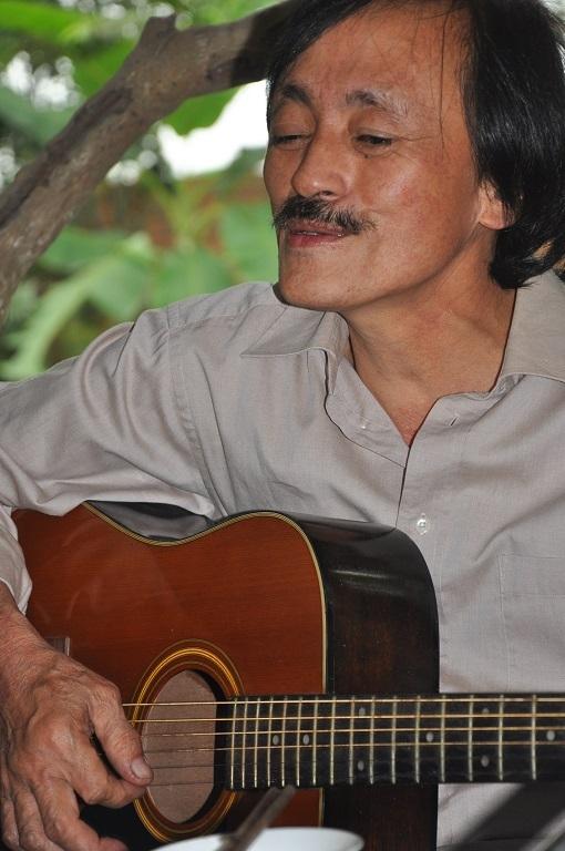 Nghệ sĩ Giang còi còn đánh đàn, hát những lúc rảnh rỗi hay gặp gỡ bạn bè.