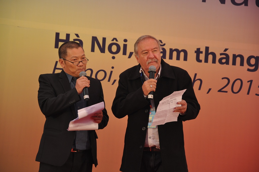 Buổi đọc thơ với sự góp mặt của các nhà thơ nước ngoài.