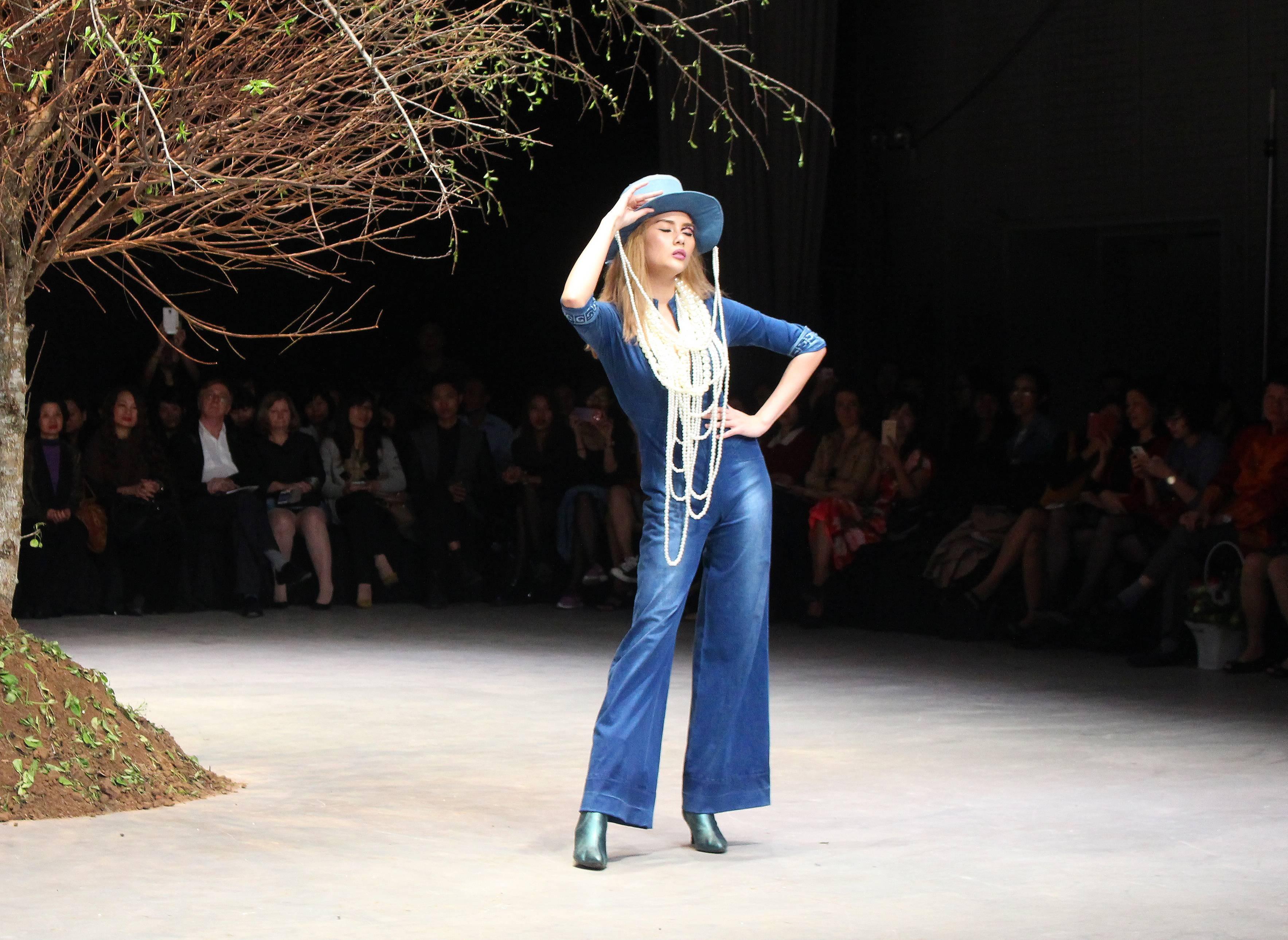Số 5 ấn tượng trên trang phục cao cấp của GenViet Jeans
