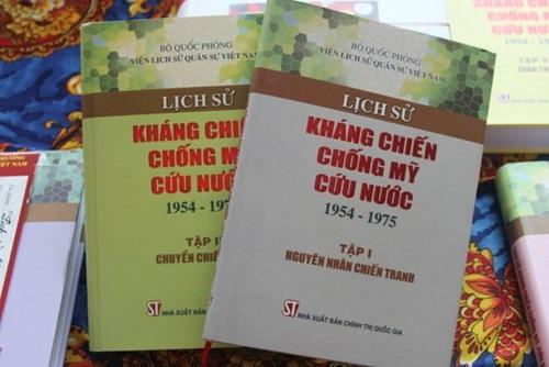 Sách đạt giải Vàng sách hay năm 2014.