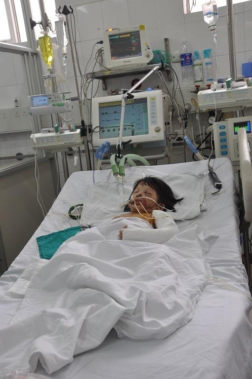 Ca bệnh của bé được các bác sĩ đặc biệt quan tâm.