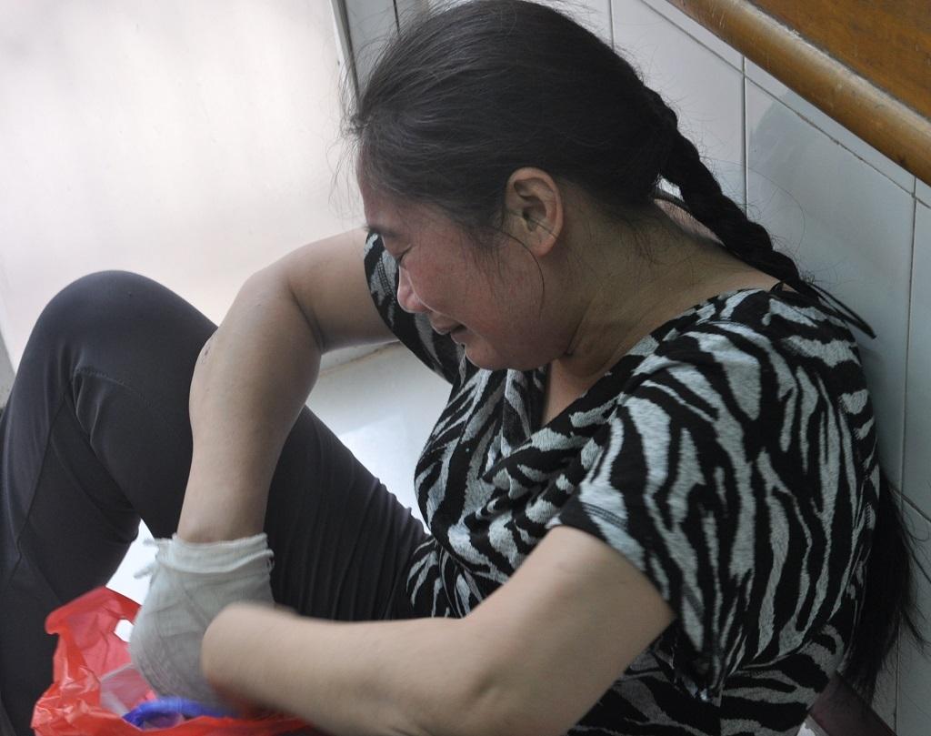 Giọt nước mắt ân hận muộn màng của mẹ.