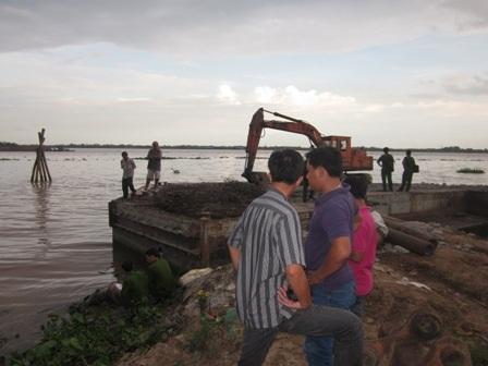 Hiện trường vụ xác chết bị buộc chân trôi sông
