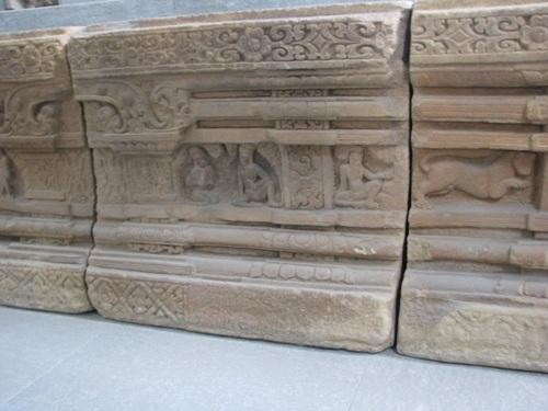 Các khuôn hình phản ánh đời sống của các tu sĩ Ba-la-môn