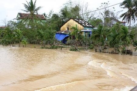 Mưa lũ vừa qua gây nhiều thiệt hại cho người dân miền Trung