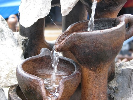 Bình gốm suối nước