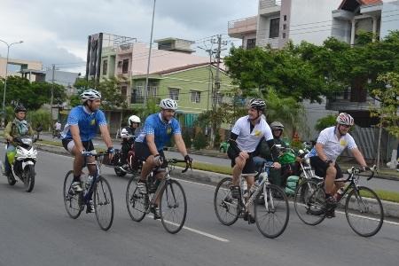 """Hành trình""""Đạp xe vì trẻ thơ"""" đến Đà Nẵng"""