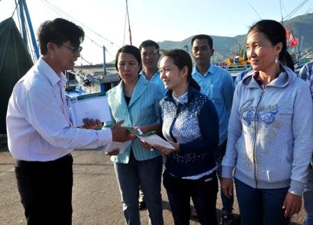 Tiếp sức 150 triệu đồng cho ngư dân bám biển