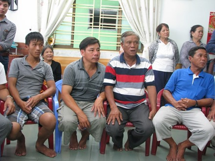 Ngư dân Nguyễn Huỳnh Bá Biên bị thương ở chân