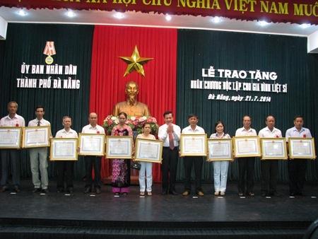 Dịp này có 47 gia đình được tặng huân chương độc lập