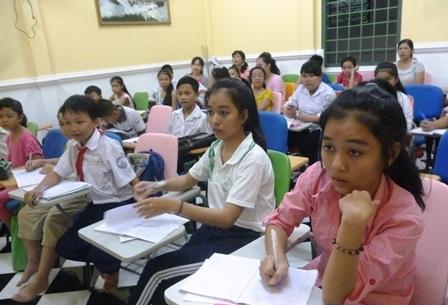 Cô giáo làng mở lớp dạy tiếng Anh miễn phí cho trẻ em, công nhân nghèo - 3