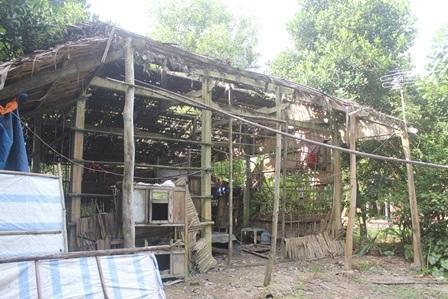 Căn nhà rách nát là nơi trú ngụ của Duy suốt thời gian học phổ thông.