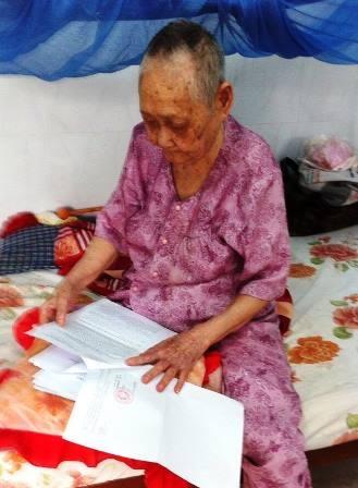 Bà Lục, quản thủ chùa Tân Khánh mỏi mòn khiếu nại đòi lại đất
