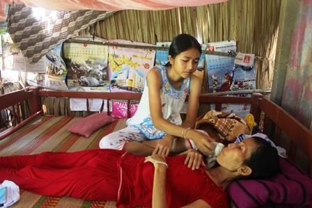 Chăm sóc người mẹ đang lâm trọng bệnh