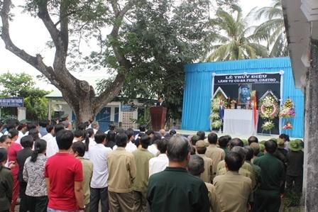 Lãnh đảo Đảng, chính quyền và nhân dân Bến Tre đến dự lễ truy điệu Lãnh tụ Fidel Castro