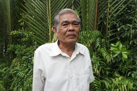 Ông Lê Văn Vẹn đã tặng cây bằng lăng cổ thụ cho UBND xã Mỹ Lộc để trồng tạo cảnh quan