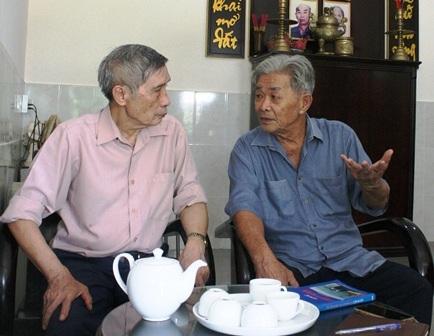 Chuẩn đô đốc Lê Kế Lâm (trái) cho rằng trong Đại hội Đảng sắp tới,cần phải bàn đến việctinh giản bộ máy Nhà nước.