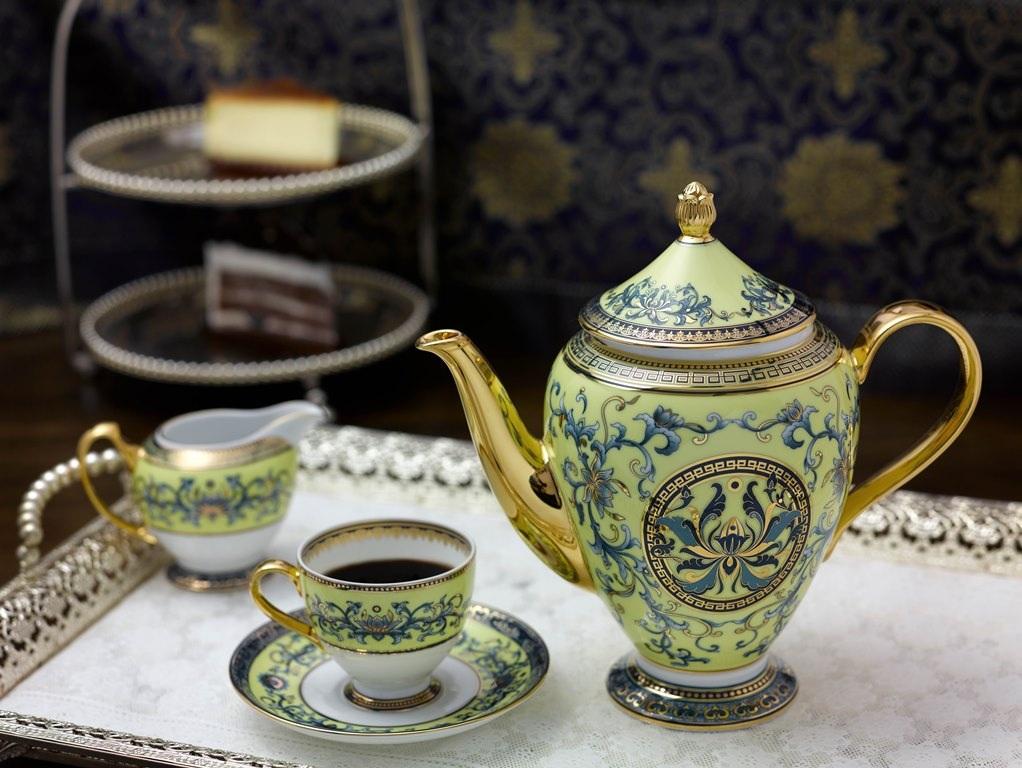 Bộ cà phê với dung tích 1,5 lít lần đầu xuất hiện trong một dáng vẻ hoàn toàn mới, với thiết kế và trang trí hài hòa, các đường nét thanh thoát, sắc sảo, mang đậm phong cách hoàng gia.