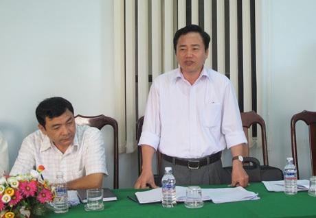 Phó Giám đốc Sở Văn hóa, thể thao và du lịch (Sở VHTTDL) tỉnh Đắk Nông (người đứng)