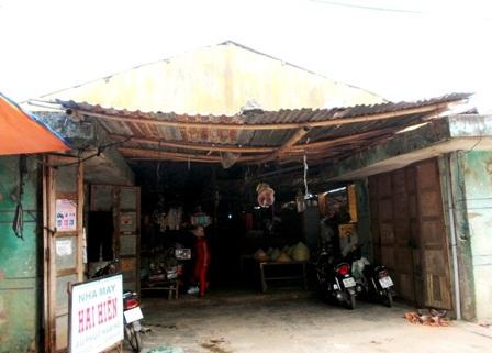 Chợ Kế Xuyên cũ xuống cấp, rất nguy hiểm khi mùa mưa bão đang đến gần