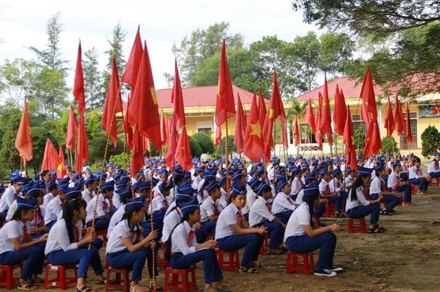 Học sinh vùng biển Quảng Trị tham gia lễ khai giảng năm học mới.