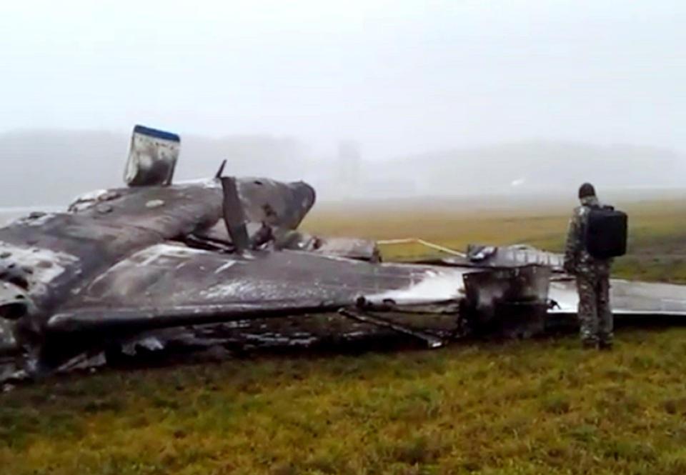 Hiện trường vụ tai nạn máy bay tại sân bay Vnukovo.