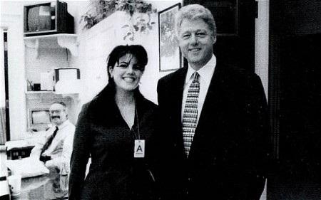 Lewinsky trong một bức ảnh cũ chụp cùng ông Bill Clinton.
