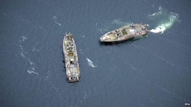 Các tàu Thụy Điển tham gia tìm tàu ngầm bí ẩn.