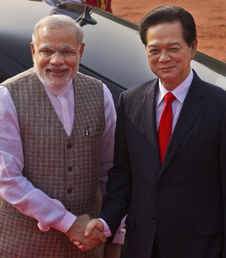 Thủ tướng Chính phủ Nguyễn Tấn Dũng và người đồng cấp Ấn Độ Narendra Modi.