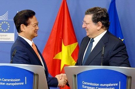 Thủ tướng Nguyễn Tấn Dũng và Chủ tịch Ủy ban châu Âu Manuel Barroso. Ảnh: VGP/Nhật Bắc