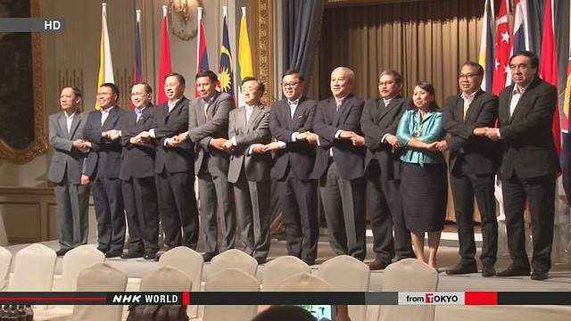 Các quan chức ASEAN và Trung Quốc tại cuộc họp ở Bangkok, Thái Lan.