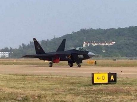 J-31 được nhìn thấy tại Chu Hải.