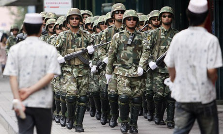 Trung Quốc trừng phạt 17 quan chức trong vụ khủng bố tại Tân Cương  - 1
