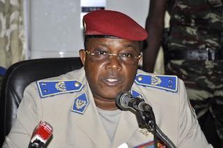 Tham mưu trưởng quân đội Navere Honore Traore, người tuyên bố lên thay Tổng thống Compaore.