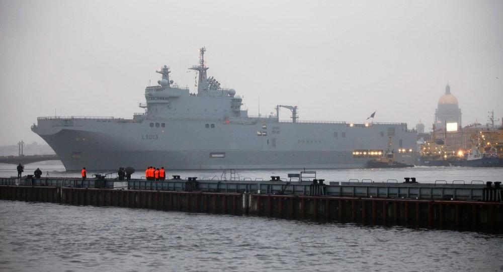Tàu Mistral đang neo đậu tại miền tây nướcPháp.