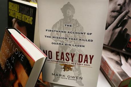 Cuốn sách No Easy Day của Matt Bissonnette.