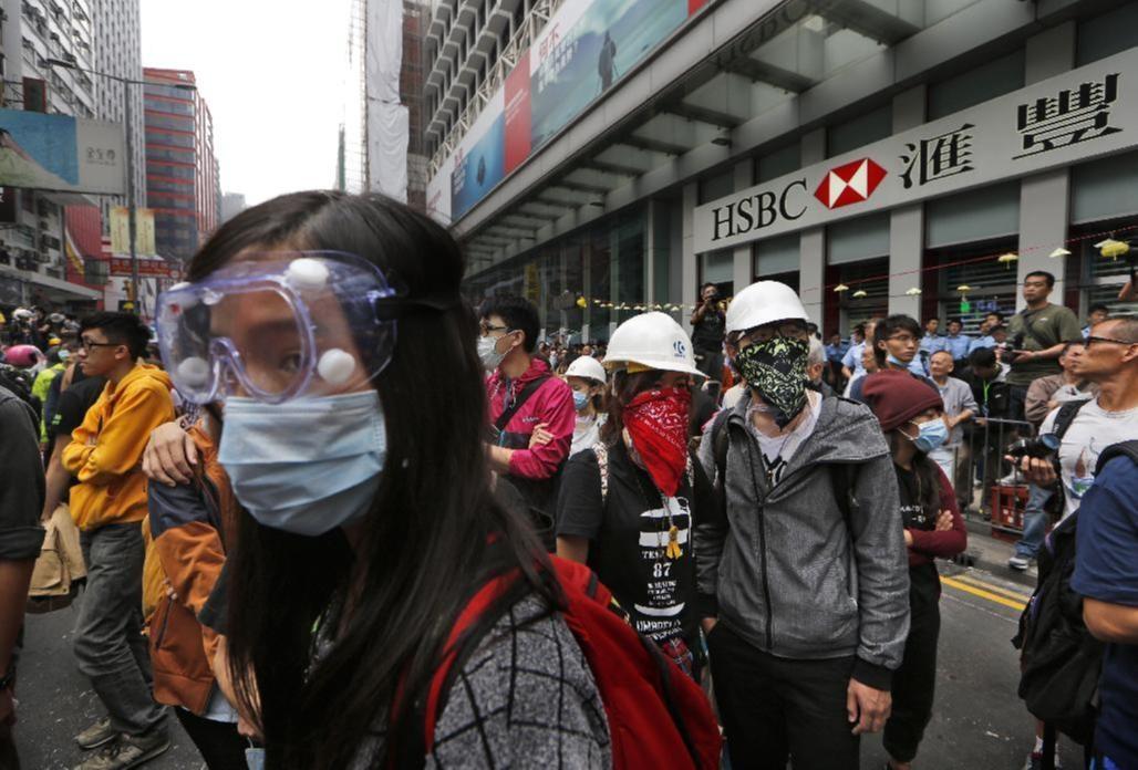 Người biểu tình tụ tập trở lại ở quận Mong Kok (Ảnh AP).
