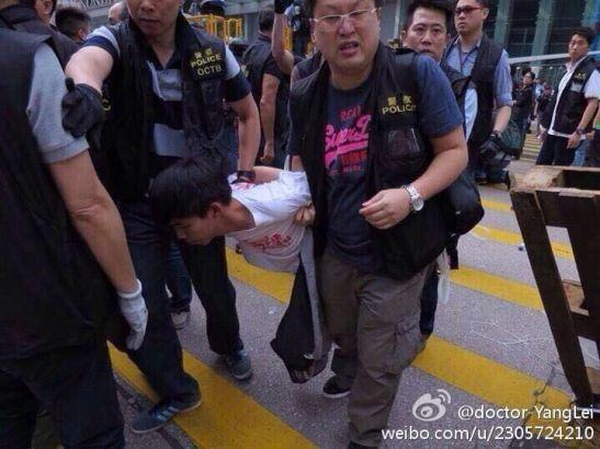 Joshua Wong bị bắt cùng nhiều người kháchôm 25/11.