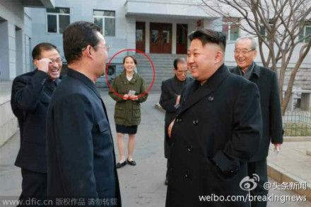 Cô Kim cũng tháp tùng anh trai trong các chuyến công tác.