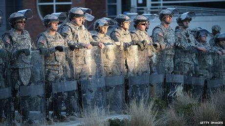 Các binh sĩ được triển khai tới điểm nóng Ferguson.