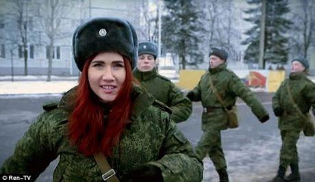 Cựu điệp viên tóc đỏ Nga tái xuất trong video tuyển quân