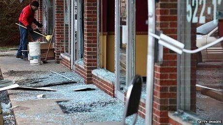 Nhiều cửa hàng bị đột nhập, phá hoại, hôi của.
