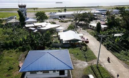 Quang cảnh sân bay Tacloban bị phá hủy hôm 9/11/2013 và hiện nay
