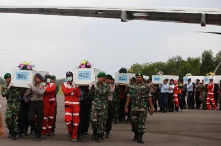 Thi thể nhiều nạn nhân vụ máy bay AirAsia rơi đã được tìm thấy (Ảnh:
