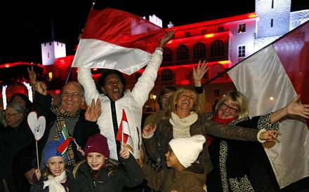 Người dân Monaco ăn mừng tin vui.
