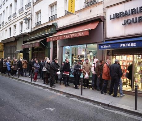 Số mới nhất của Charlie Hebdo cháy hàng chỉ sau ít phút